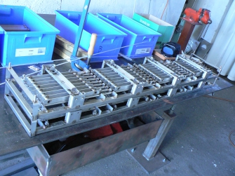 Ustavovací rám pre výrobu chladičov do vozidiel BMW